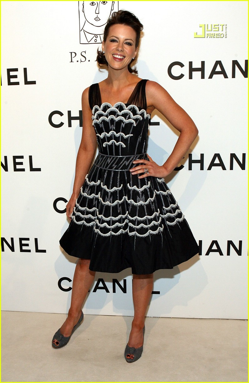 kate beckinsale chanel party 03609561