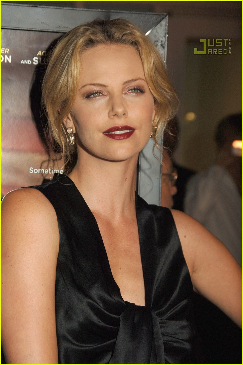 charlize theron in the valley of elah premiere 02588101