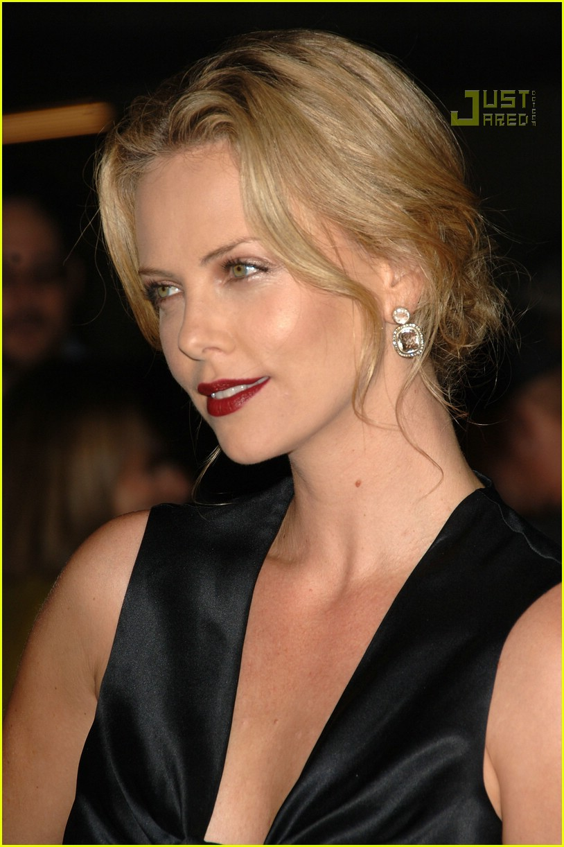 charlize theron in the valley of elah premiere 09588171