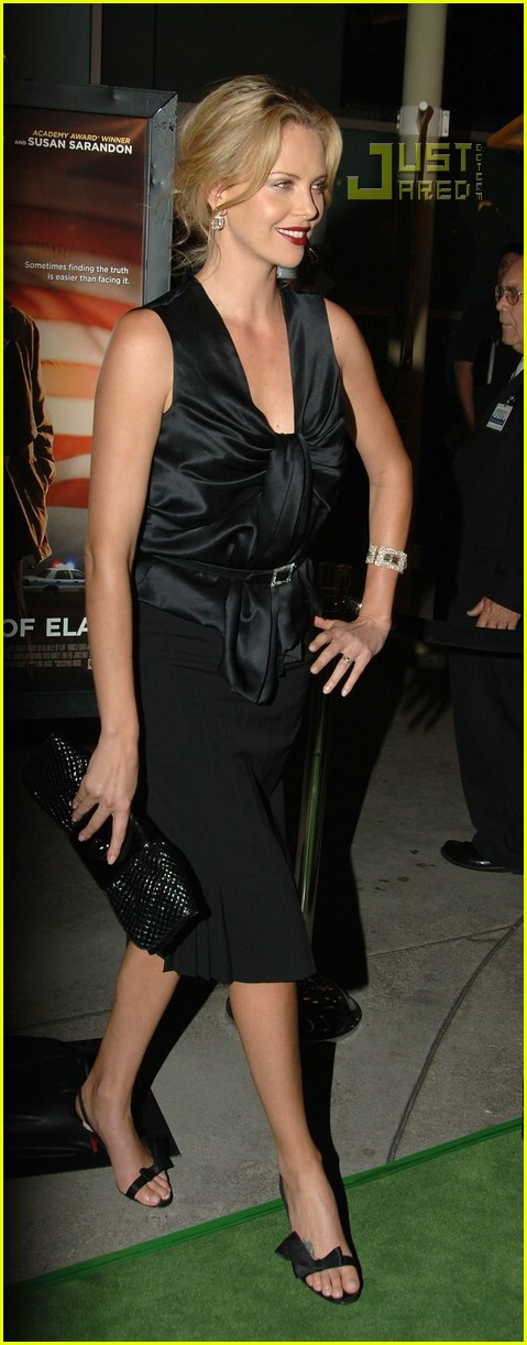 charlize theron in the valley of elah premiere 13