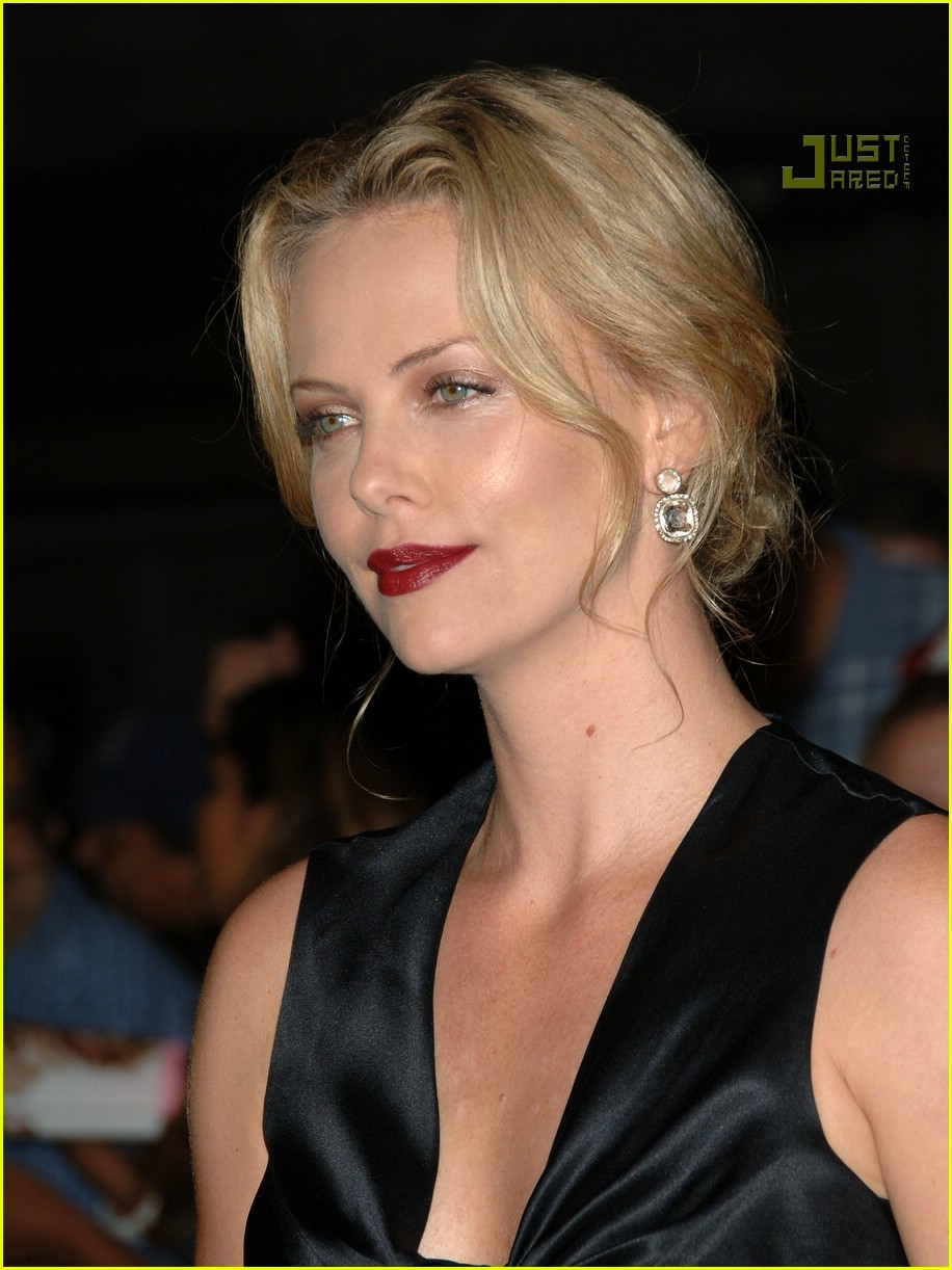 charlize theron in the valley of elah premiere 17588251