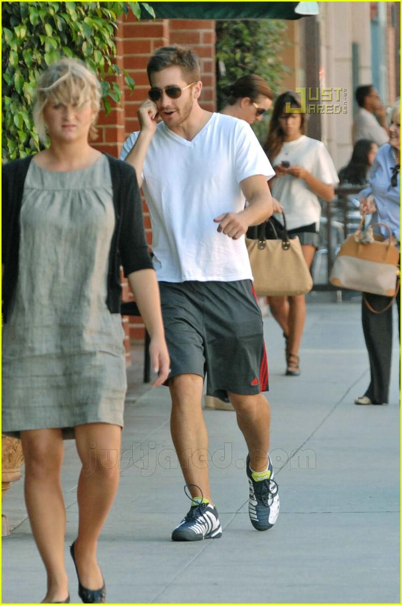 Full Sized Photo of jake gyllenhaal doctors office 15 ... Jake Gyllenhaal