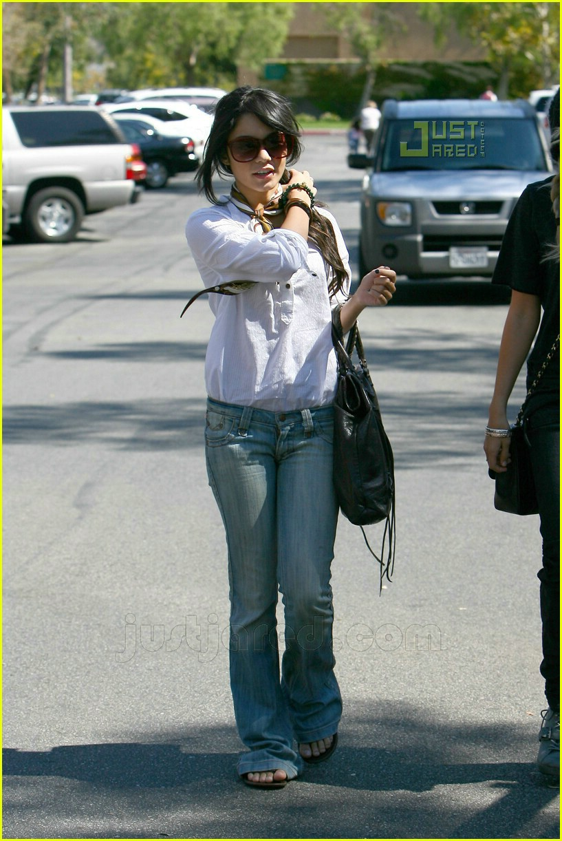 vanessa hudgens ashley tisdale shopping 01