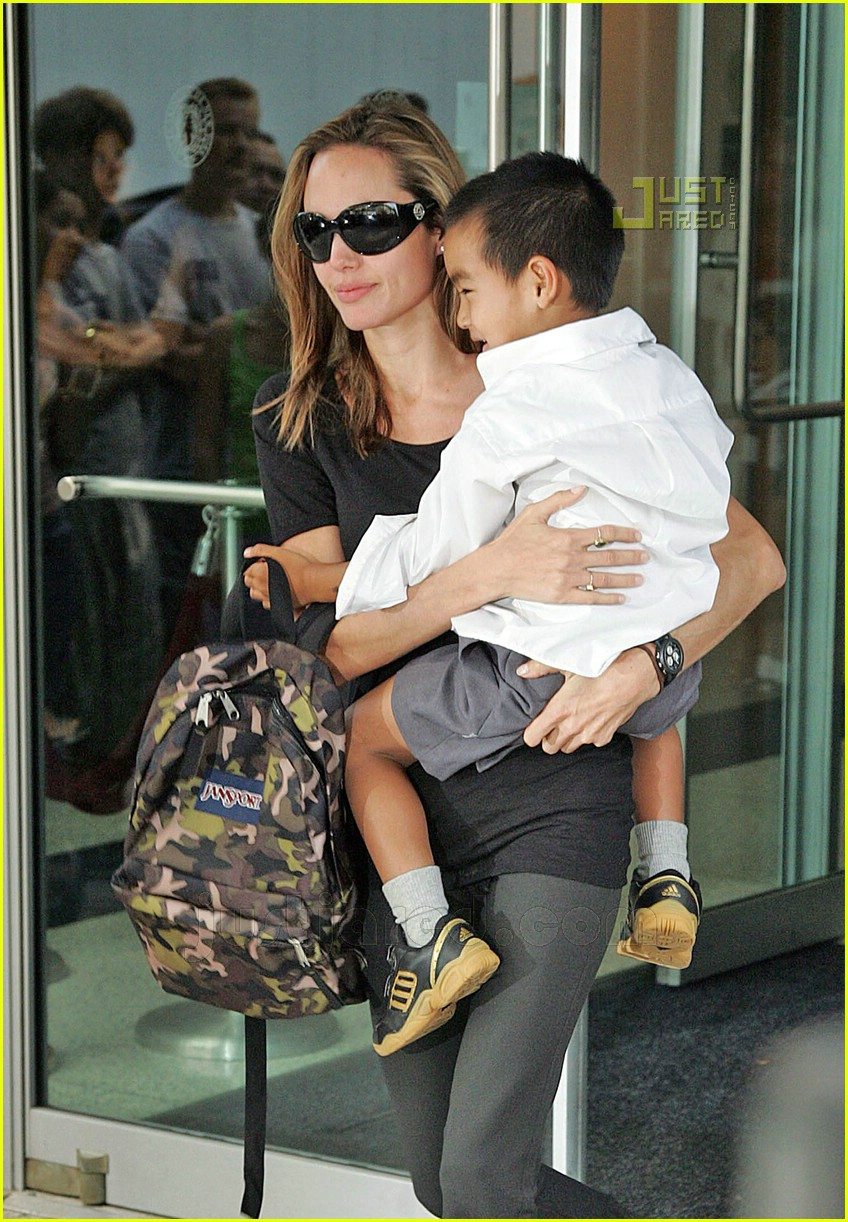 angelina jolie carrying maddox 03
