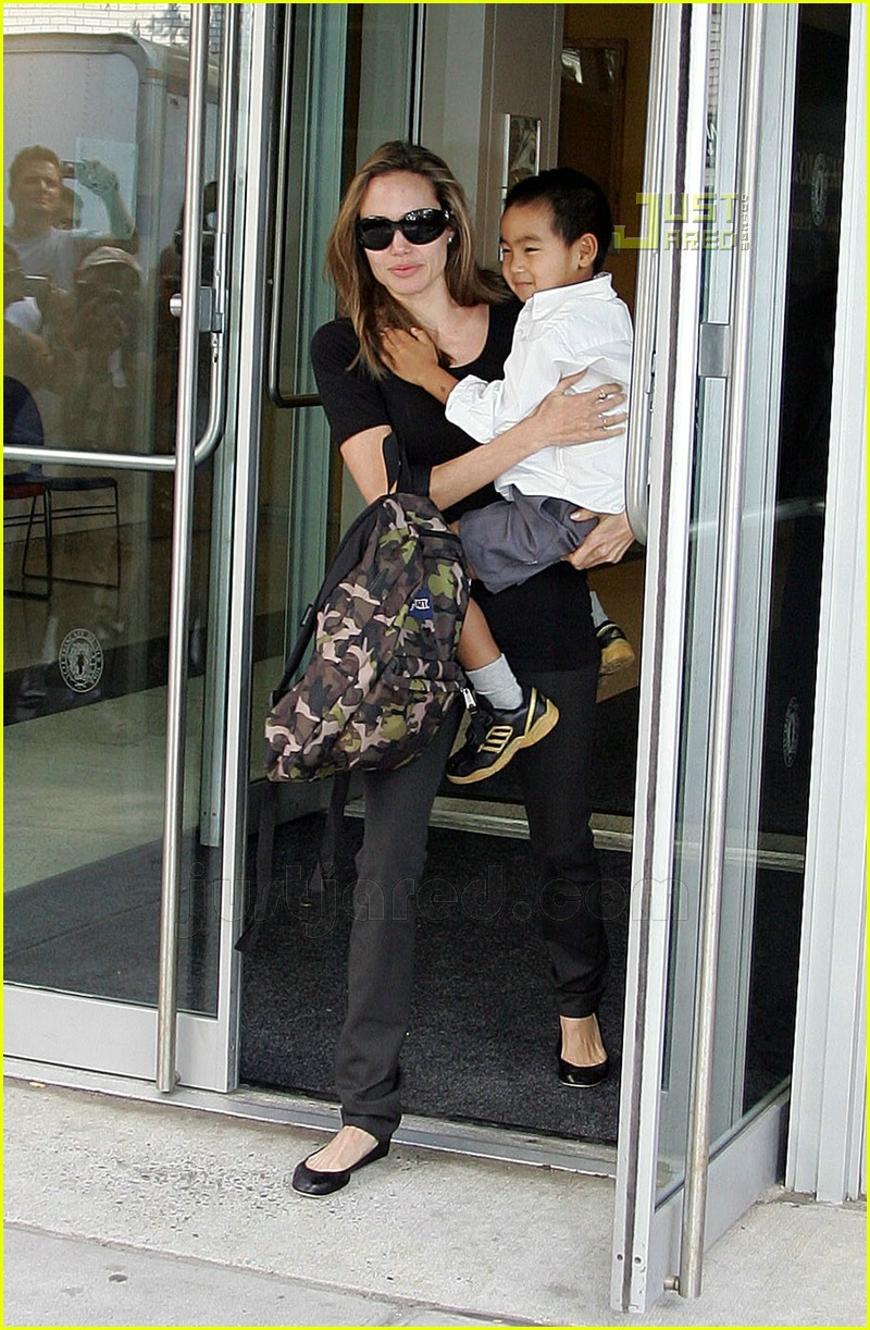 angelina jolie carrying maddox 05572741