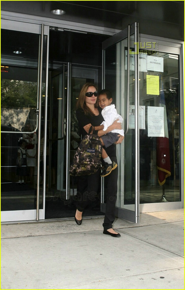 angelina jolie carrying maddox 06572751