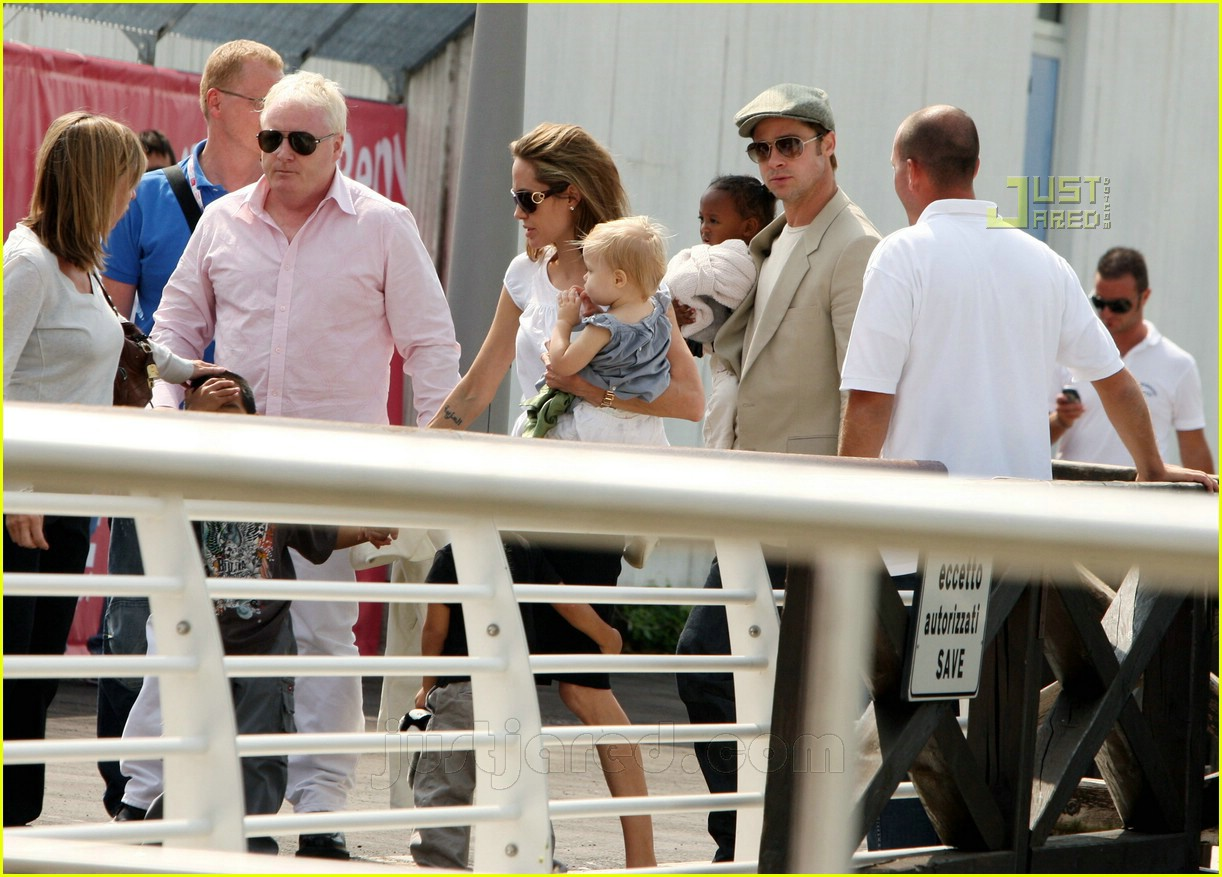 brad angelina water taxi ride 08562001