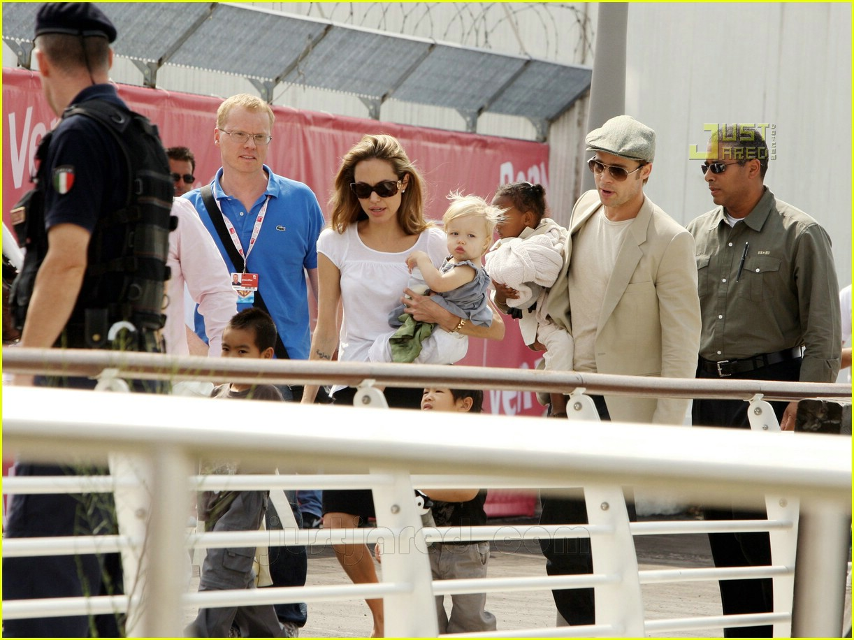 brad angelina water taxi ride 09562011
