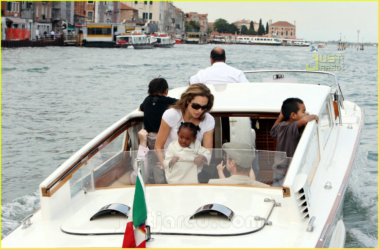 brad angelina water taxi ride 22562141