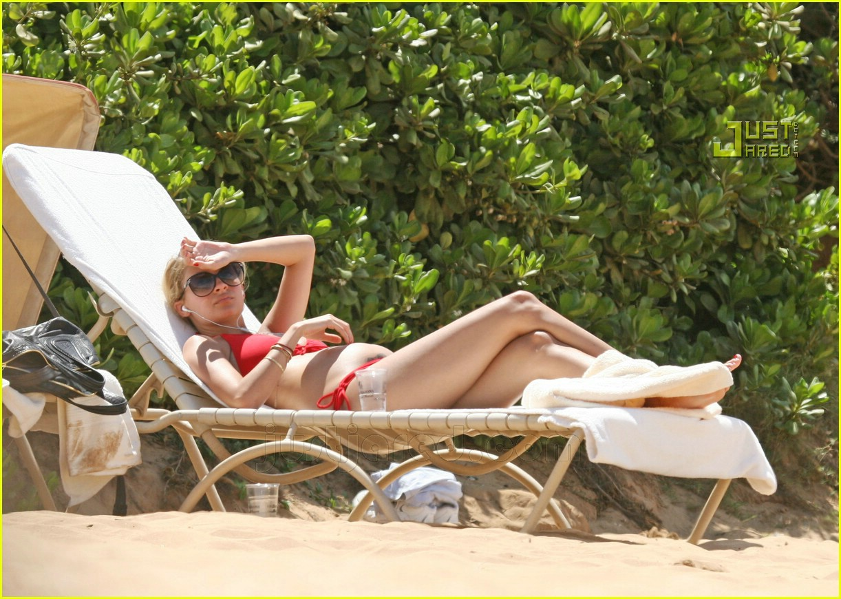 nicole richie pregnant bikini pictures 01606121