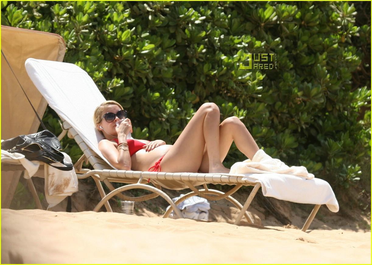 nicole richie pregnant bikini pictures 15