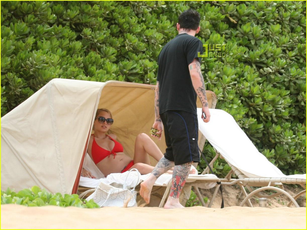 nicole richie pregnant bikini pictures 20606311
