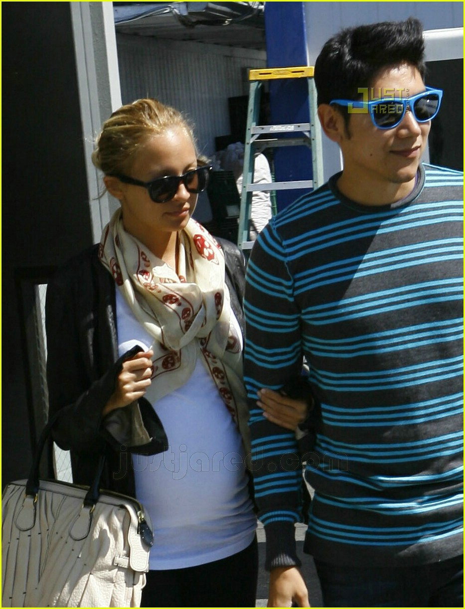 nicole richie pregnant high heels 12