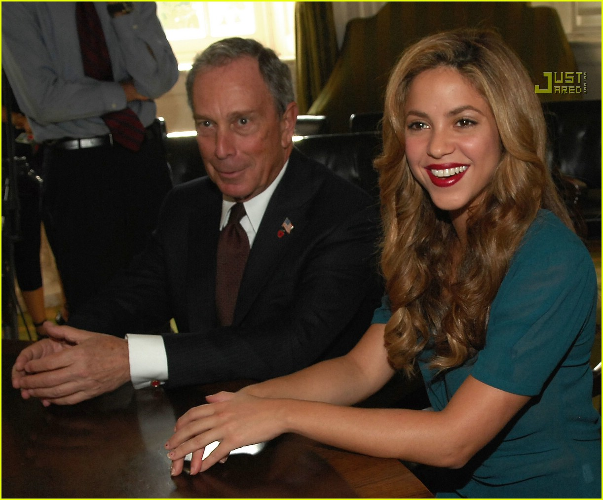 shakira mayor bloomberg 24