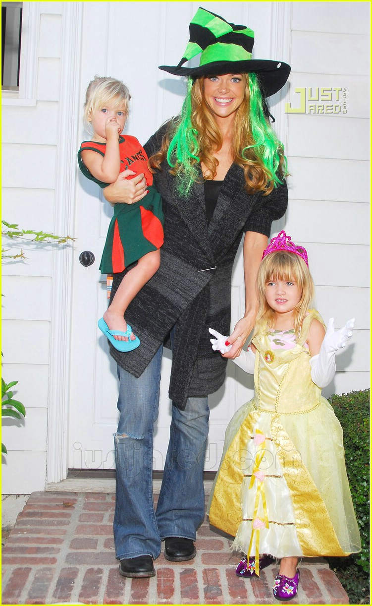 denise richards halloween 04