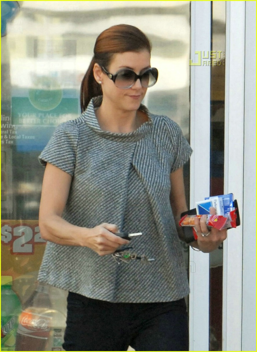 kate walsh gas station 06