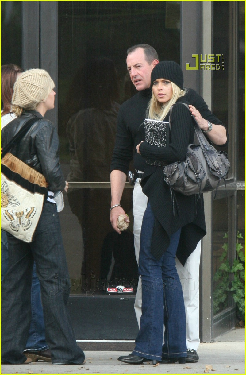lindsay lohan checking out of rehab 02642771