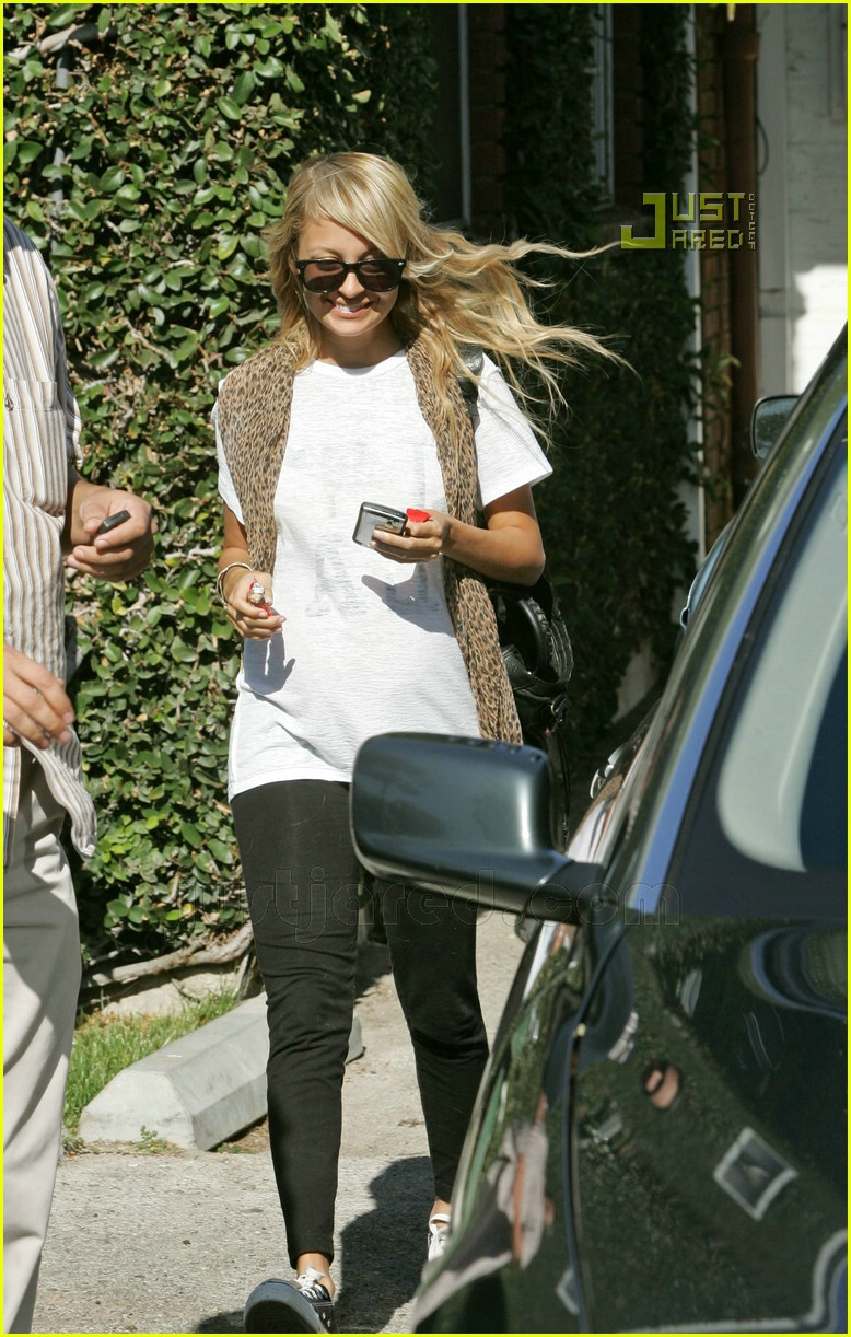 nicole richie smiley 04627391