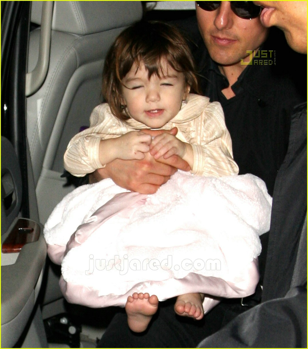 suri cruise eyes wide shut 02