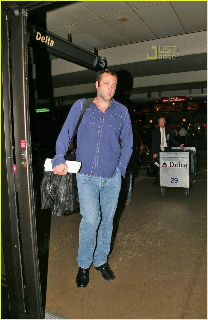 vince vaughn lax airport 03659381