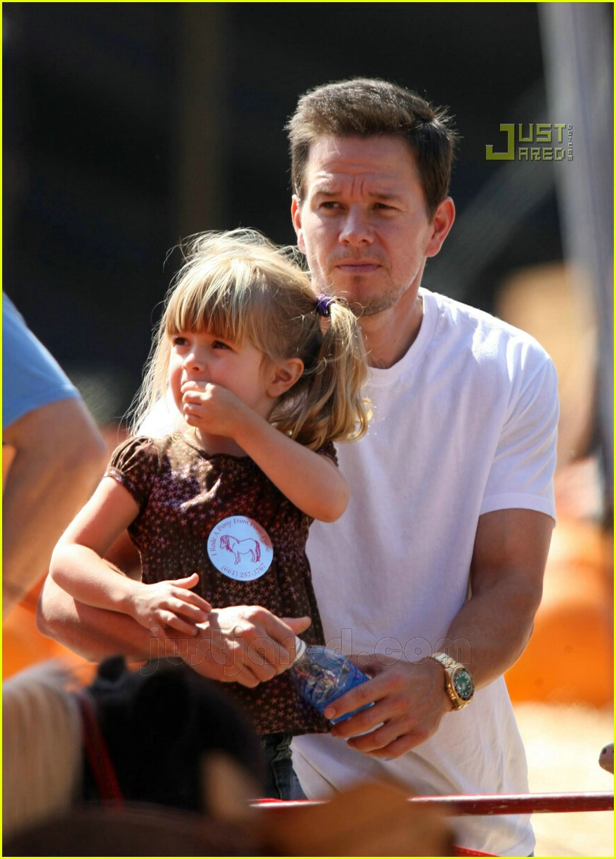 Mark Wahlberg Goes Pumpkin Picking Photo 658321 Celebrity