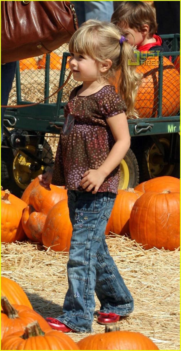 mark wahlberg pumpkin picking 07658351