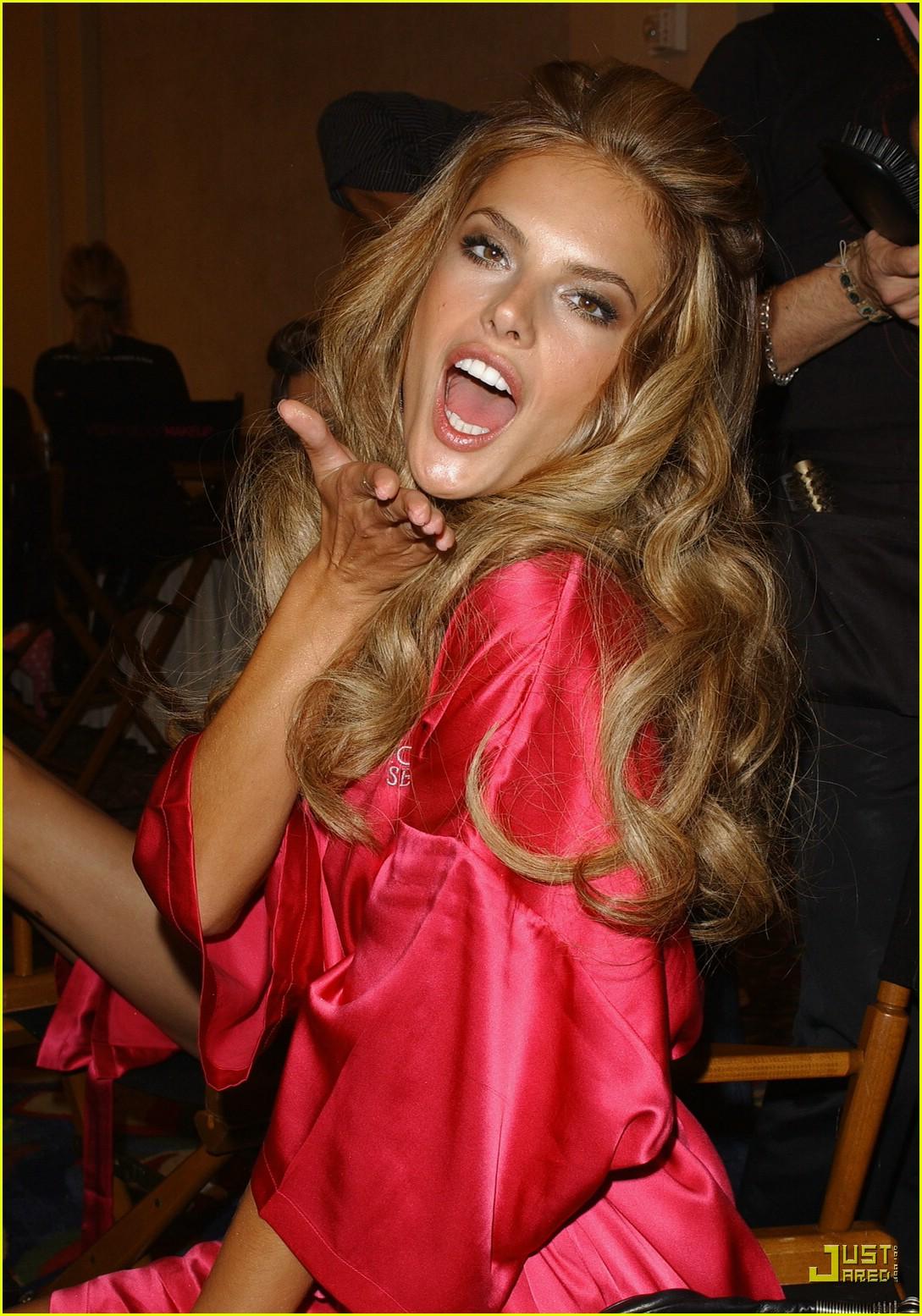 alessandra ambrosio victorias secret fashion show 2007 12