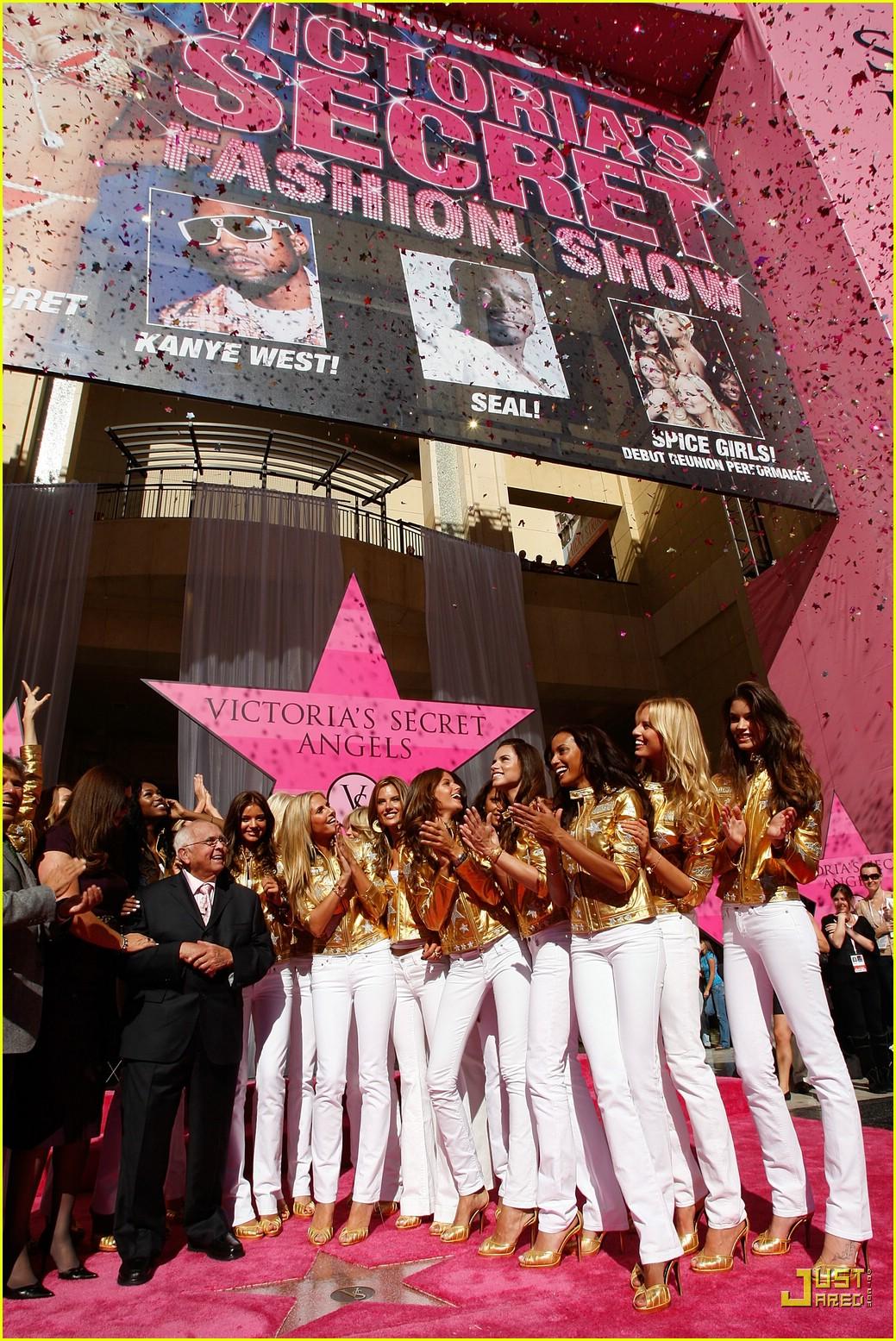 alessandra ambrosio victorias secret fashion show 2007 17735021