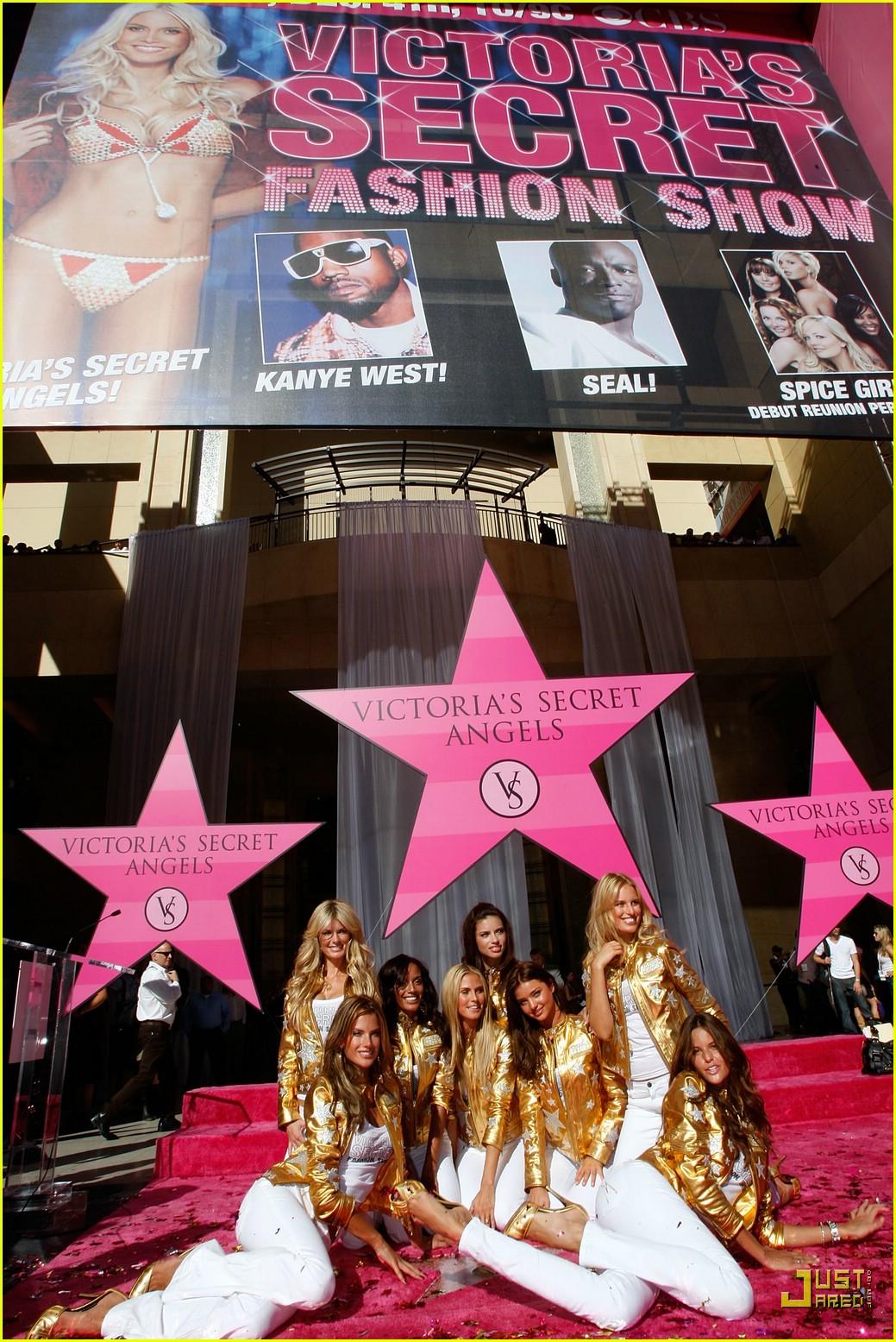 alessandra ambrosio victorias secret fashion show 2007 23735081