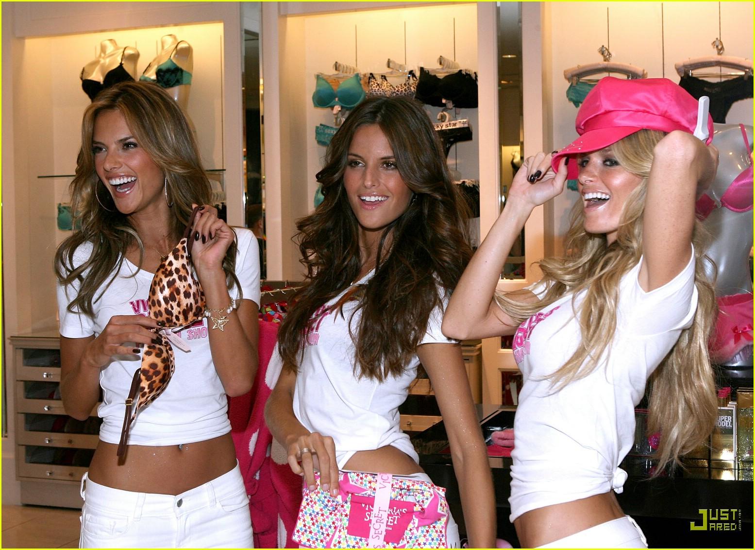 alessandra ambrosio victorias secret fashion show 2007 33735181