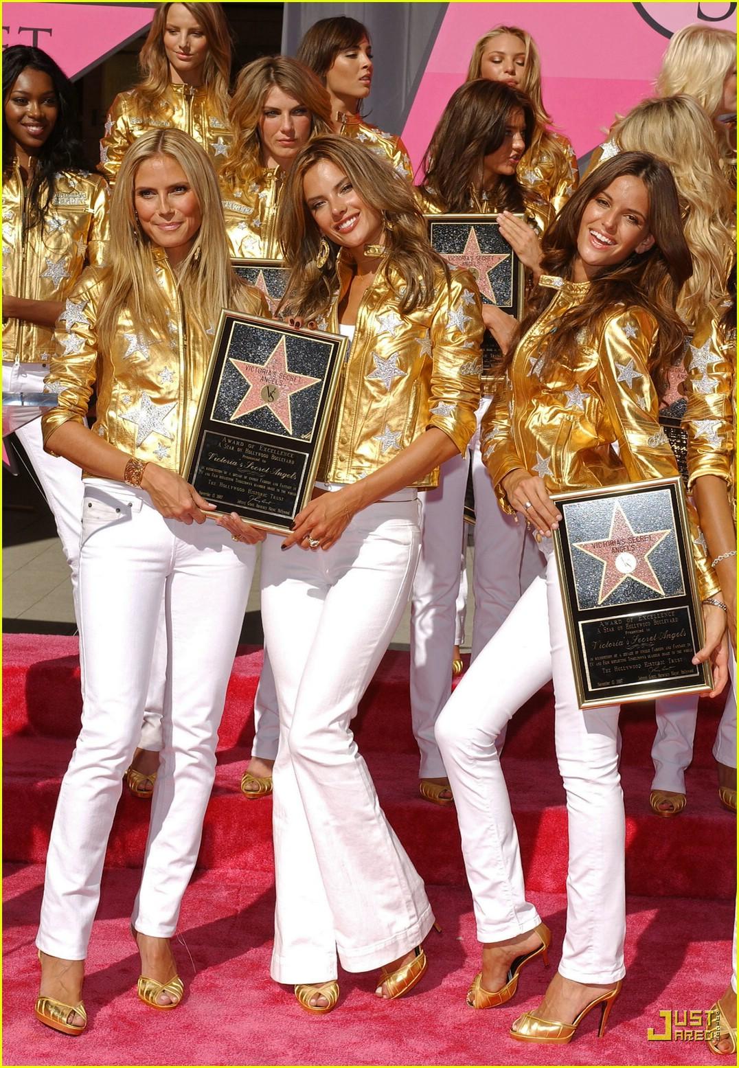 alessandra ambrosio victorias secret fashion show 2007 37735221