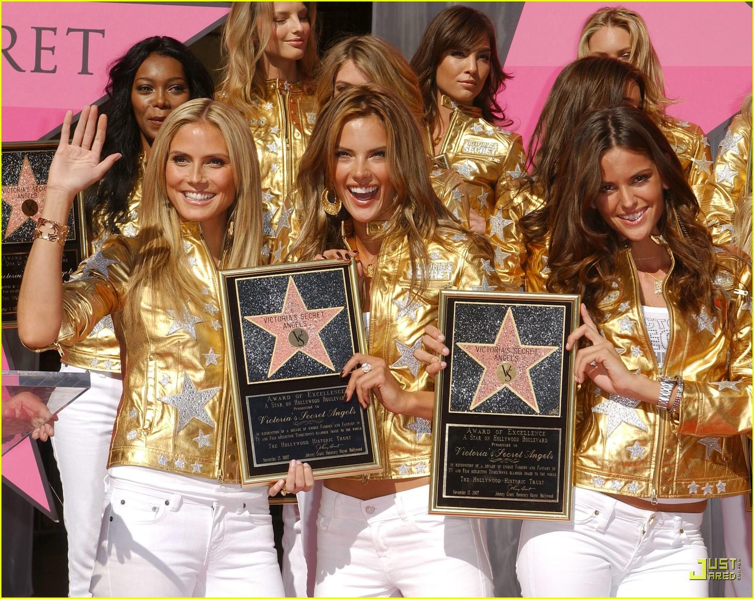 alessandra ambrosio victorias secret fashion show 2007 38735231