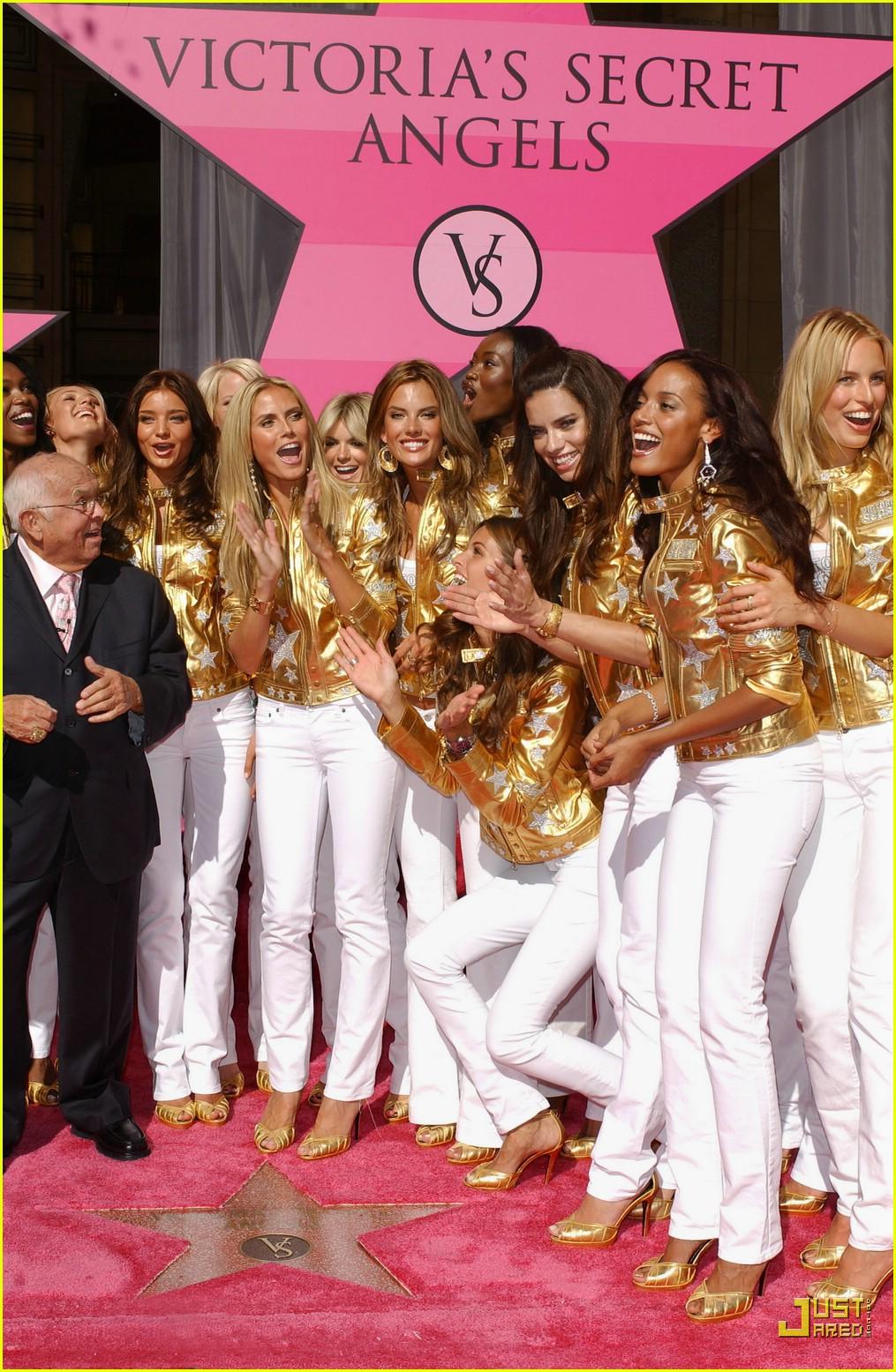 alessandra ambrosio victorias secret fashion show 2007 41735261