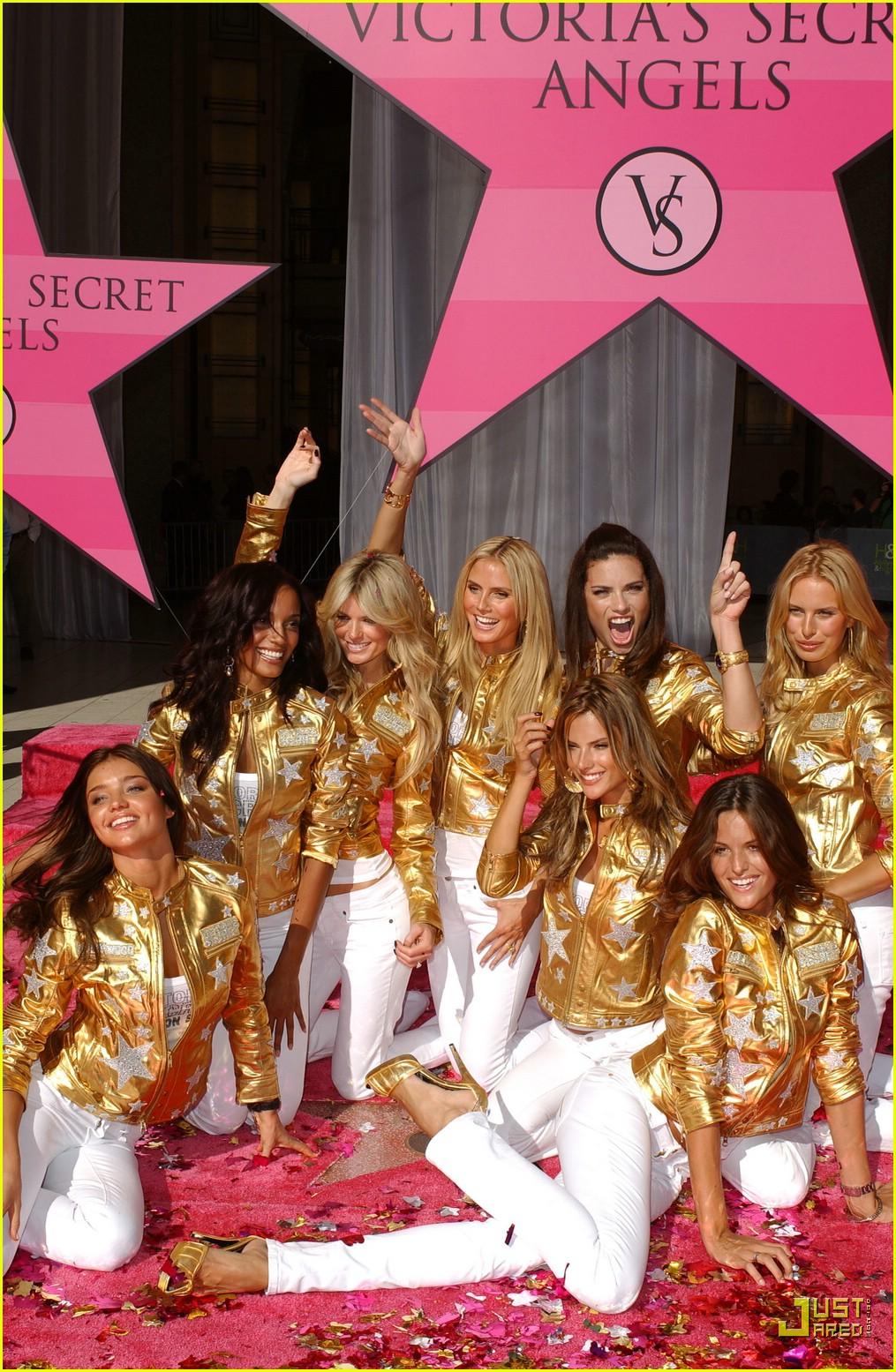 alessandra ambrosio victorias secret fashion show 2007 47735321