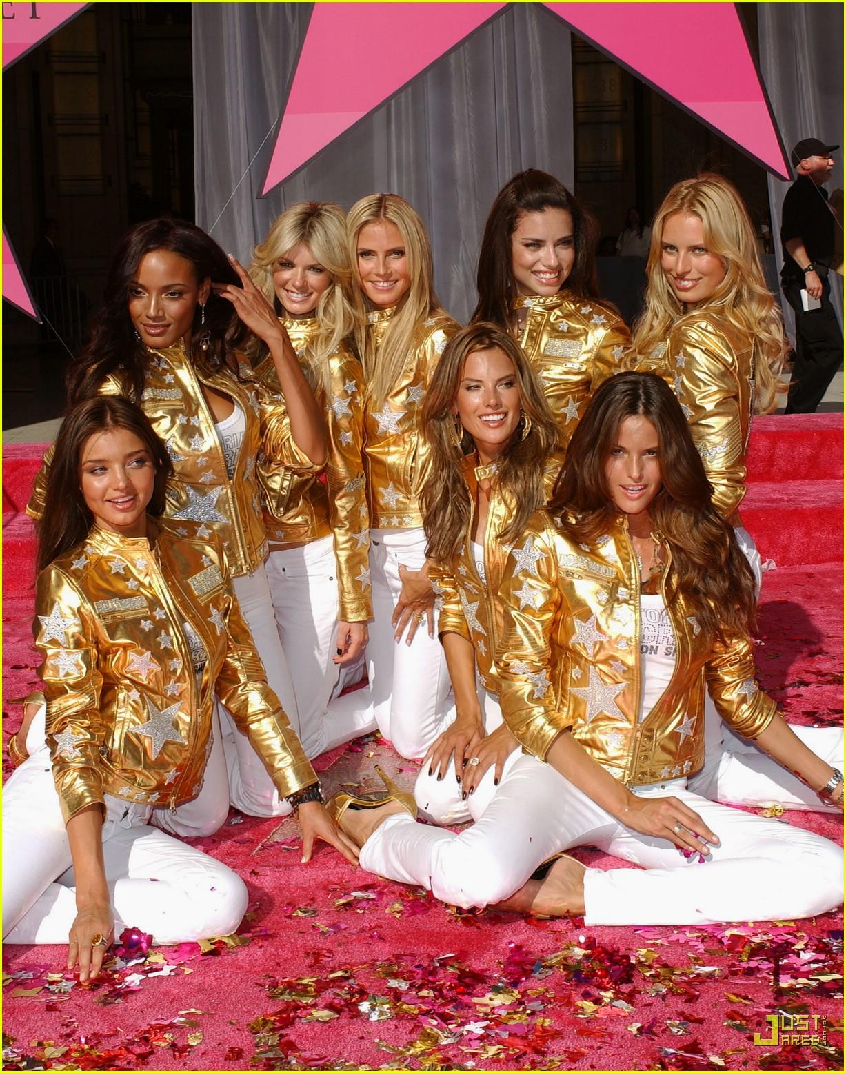 alessandra ambrosio victorias secret fashion show 2007 50735351