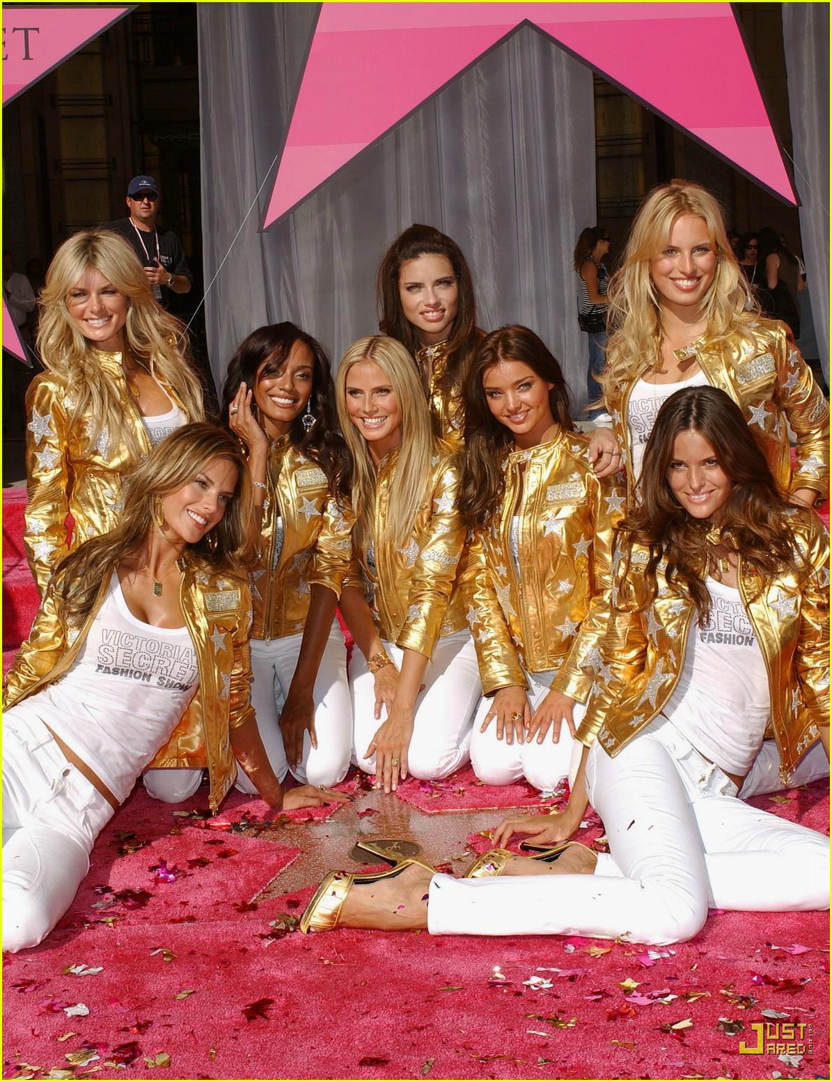 alessandra ambrosio victorias secret fashion show 2007 52735371
