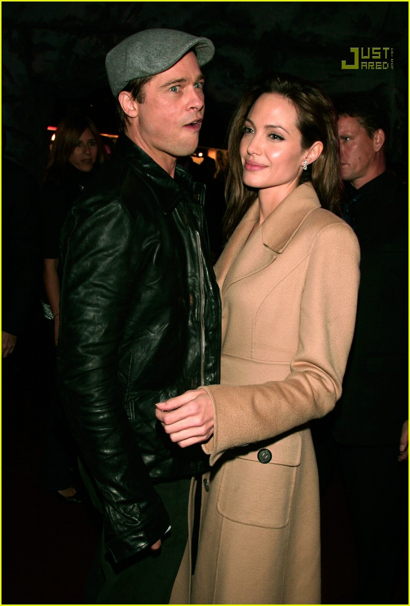brad kissing angelina beowulf premiere 67711461