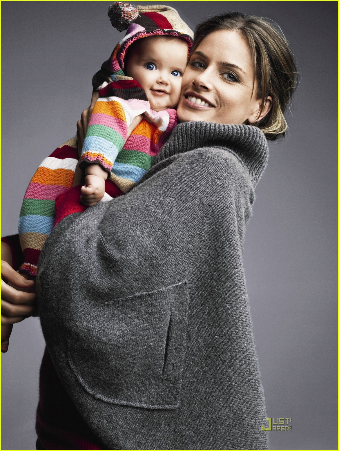 Gap Holiday 2007 Ad Campaign Photo 753101 Amanda Peet