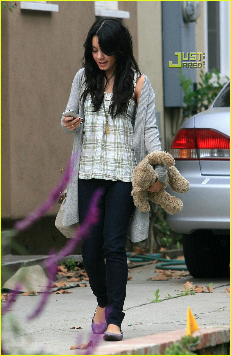 vanessa hudgens teddy bear 06721401
