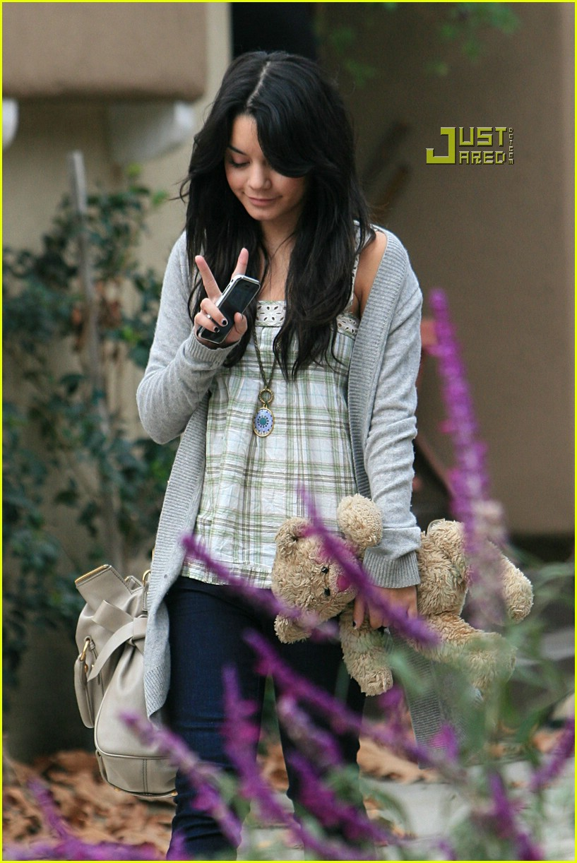 vanessa hudgens teddy bear 07721411