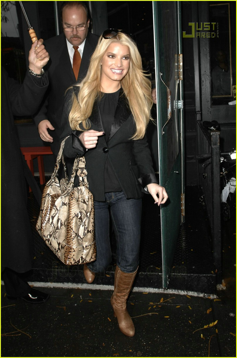 jessica simpson stays dry 05738091
