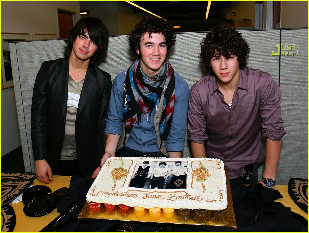 jonas brothers gold 01