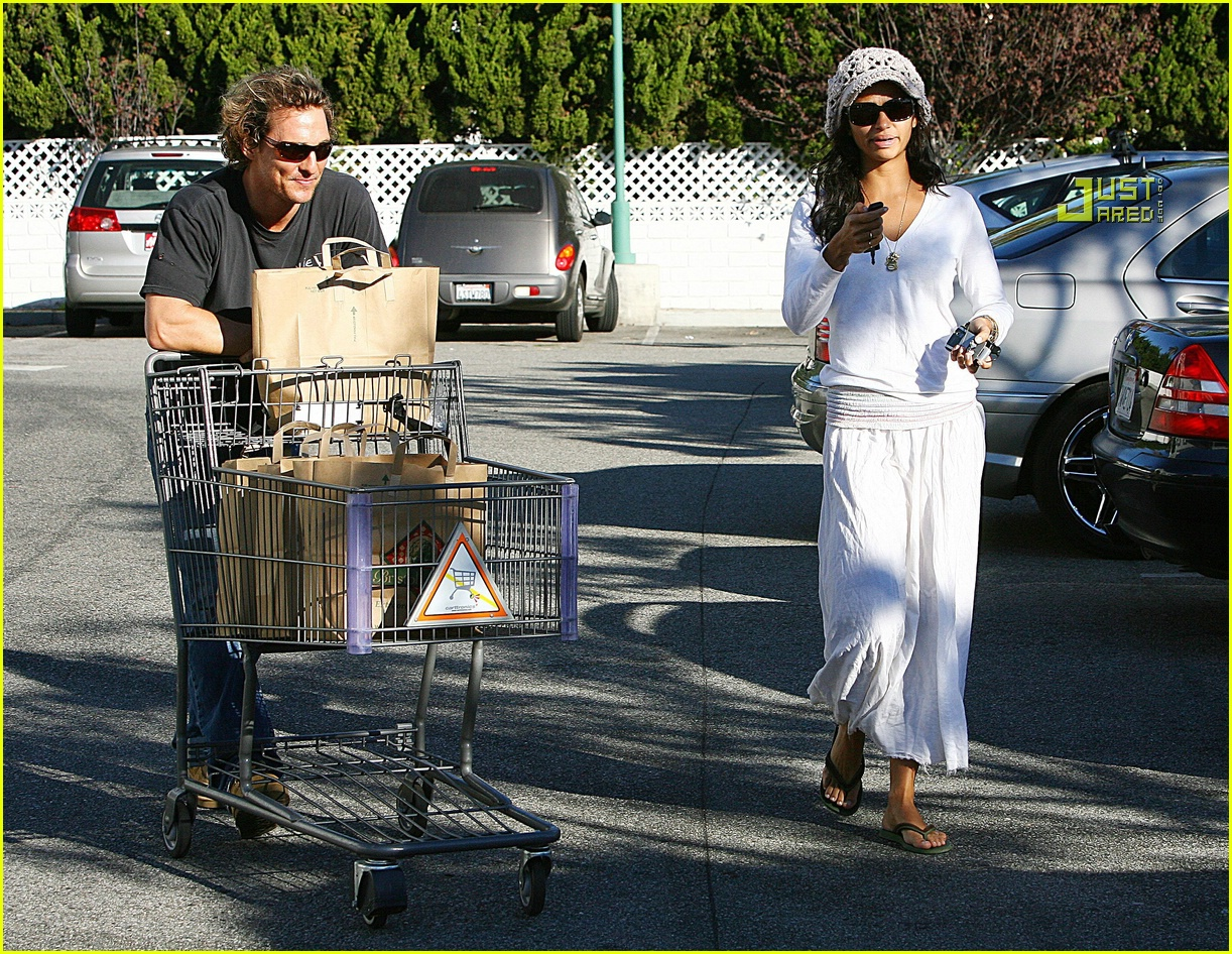matthew mcconaughey grocery shopping 02756461
