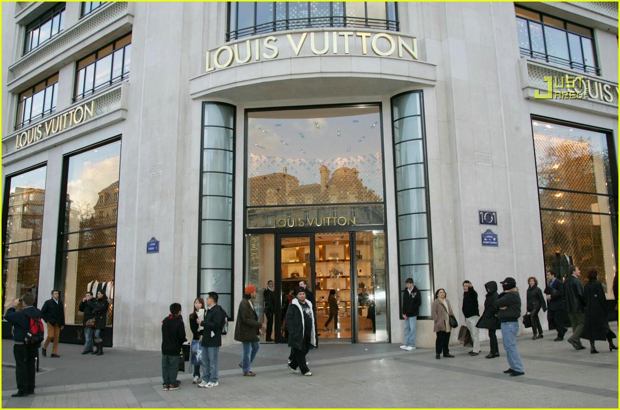 rihanna luxury shopping spree 14726951