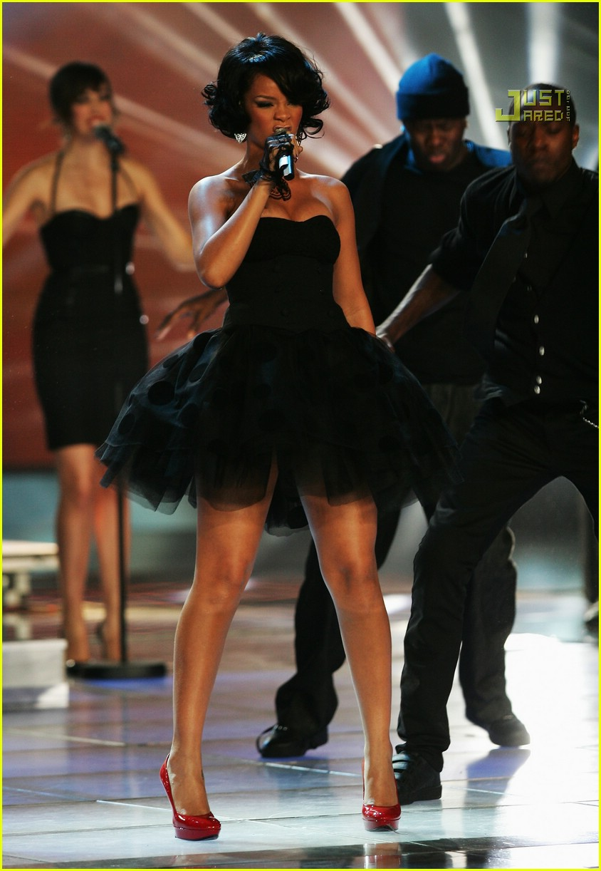 Full Sized Photo of rihanna world music awards performance ... Rihanna's