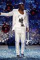 heidi klum seal sing vs fashion show 18