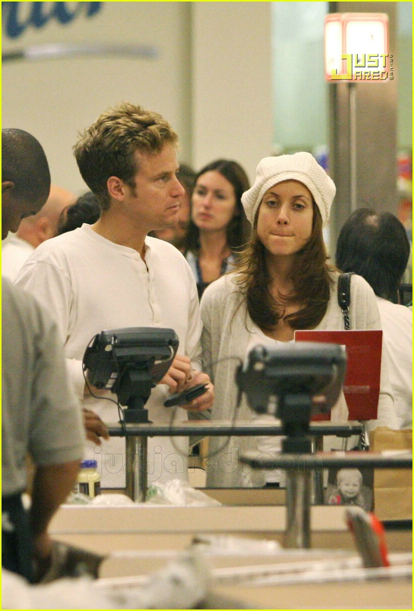 kate walsh grocery shopping smooch 02