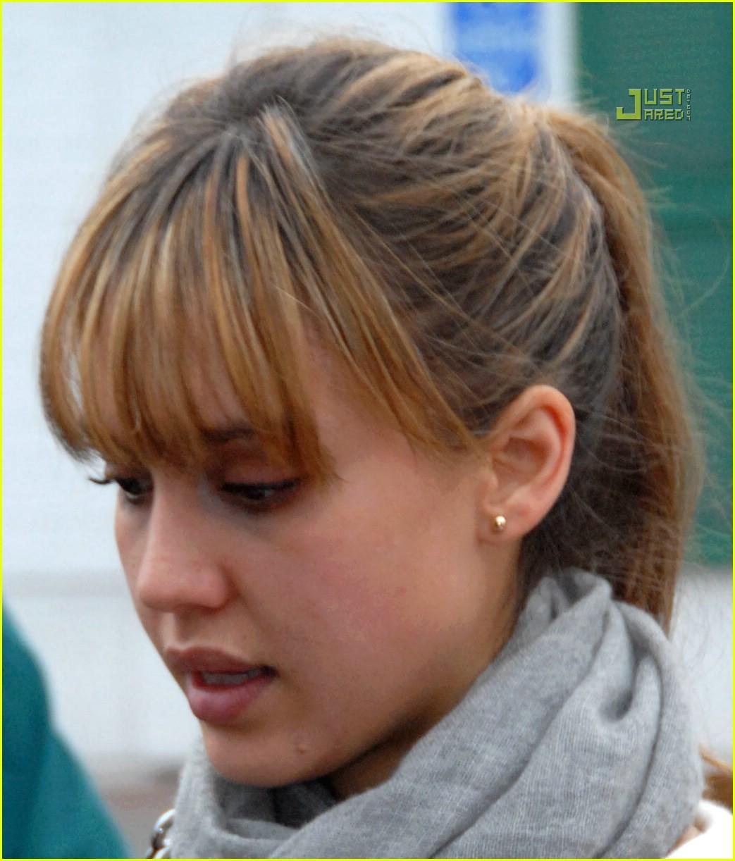 jessica alba bangs during pregnancy 02822491