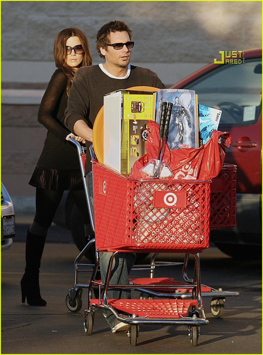 Full Sized Photo of kate beckinsale christmas shopping 01 ... Kate Beckinsale