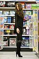 kate beckinsale christmas shopping 04